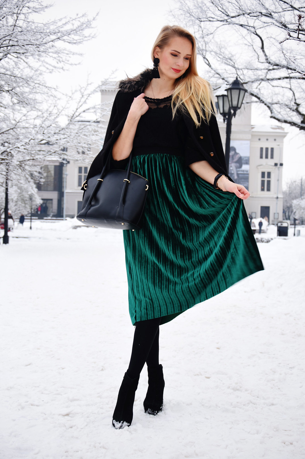 Styling velvet pleated skirt