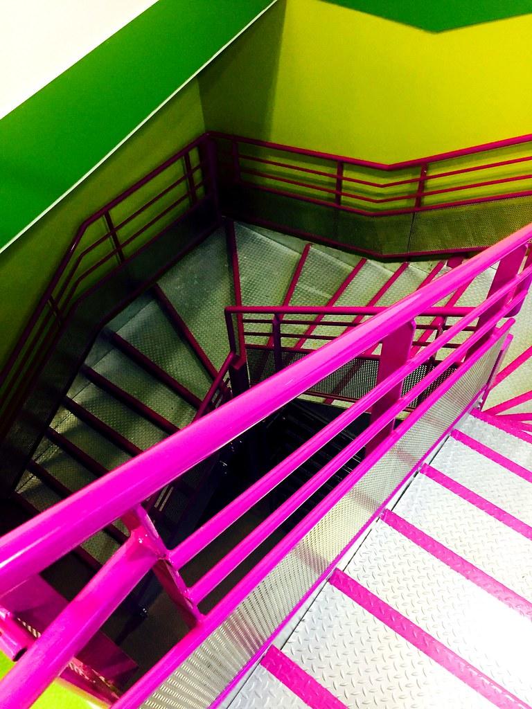 Un joli escalier que j\'ai enfin découvert à mon travail ...