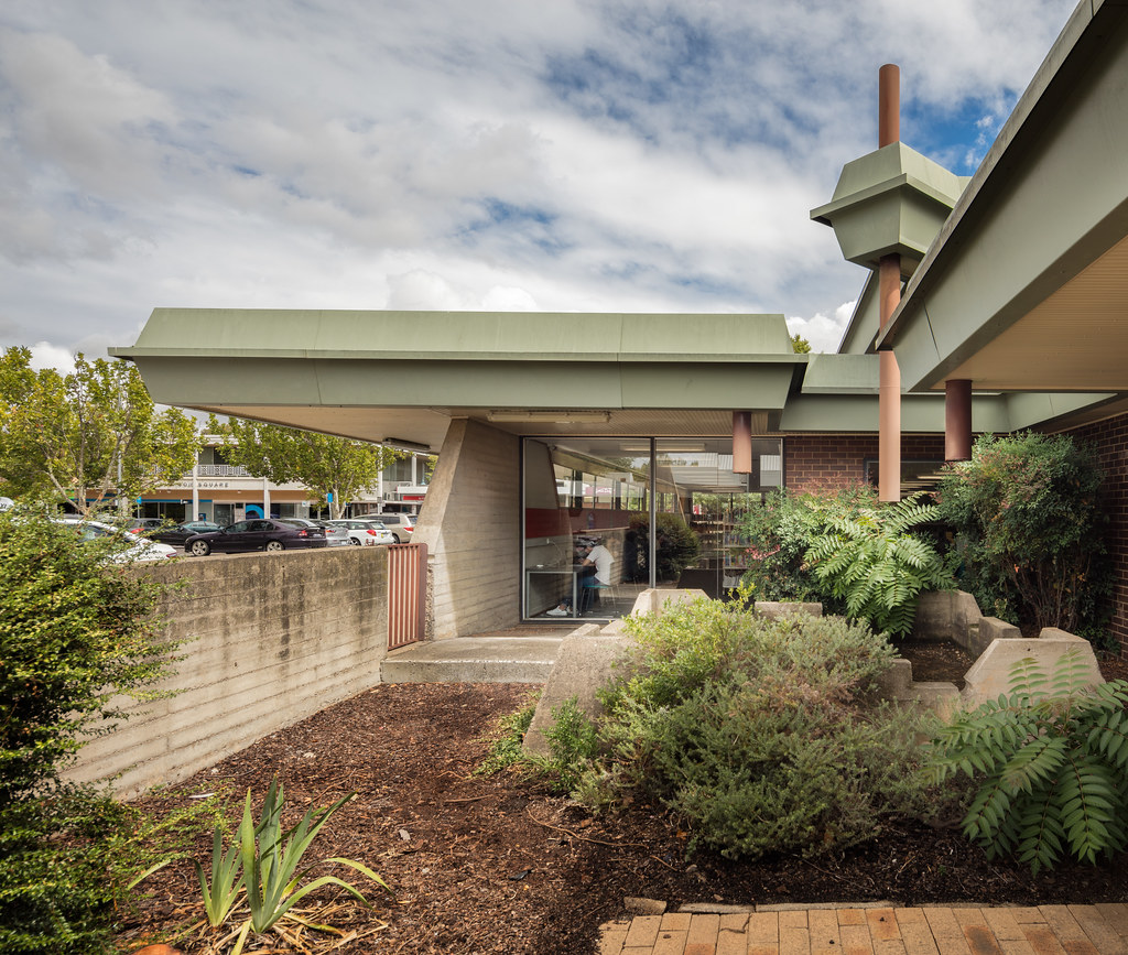 Modernist Architecture: Canberra: The Palm Springs Of