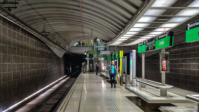 Canyelles metro station, Línia 3