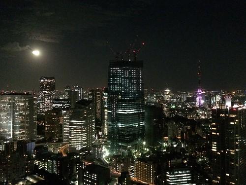 東京ミッドタウンから満月と東京タワー 2015.10.27 by iPhone5s