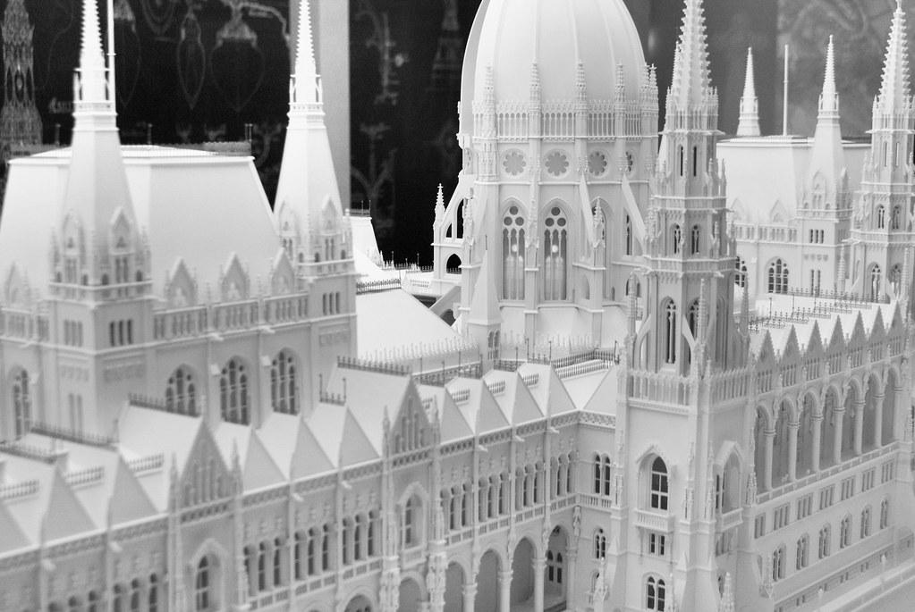 Budapest : Parlement hongrois - Vanupied