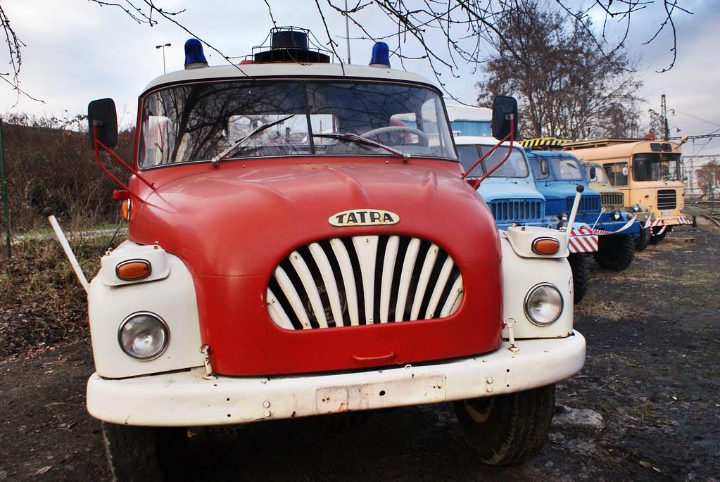 Une belle brochette de monstres mécaniques dont les fameux increvable camion Tatra.