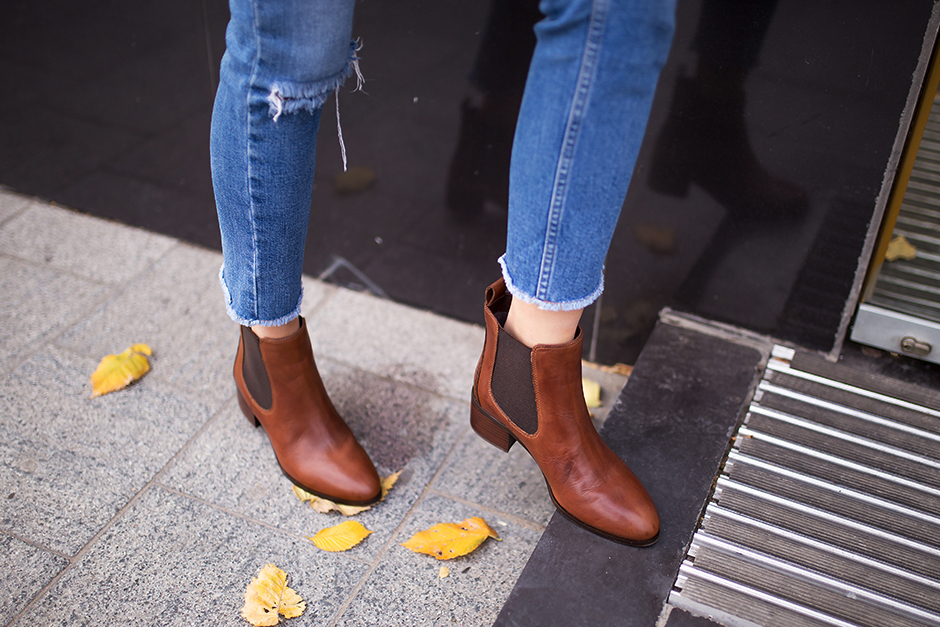 brown-tan-chelsea-boots-flat-look-outfit-street-style