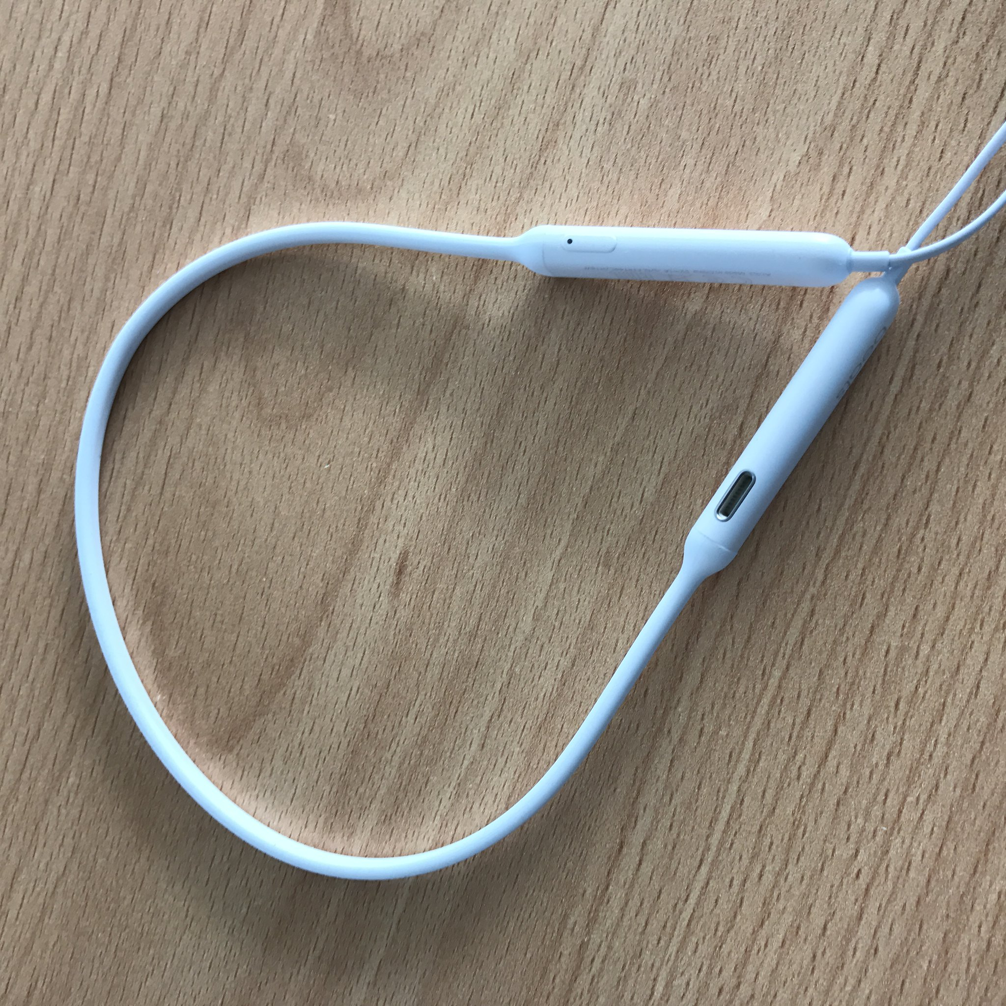 BeatsX Neckband and batteries