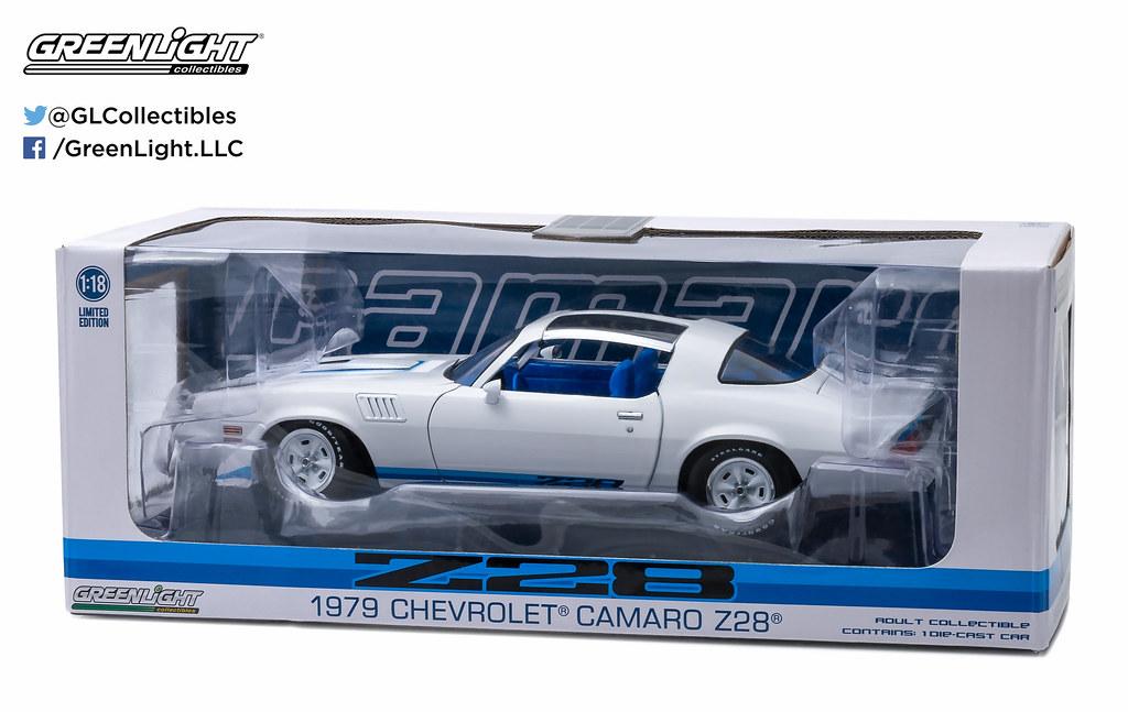 ... 12903 - 1-18 Camaro - 1979 Chevy Camaro Z28 - White with Blue Stripes
