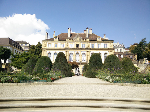 En Suiza si no tienes un castillo o palacete con jardín, no eres nadie