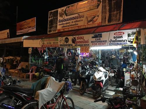今日のサムイ島 1月21日 夜開いているバイク修理屋さんーチャウエン