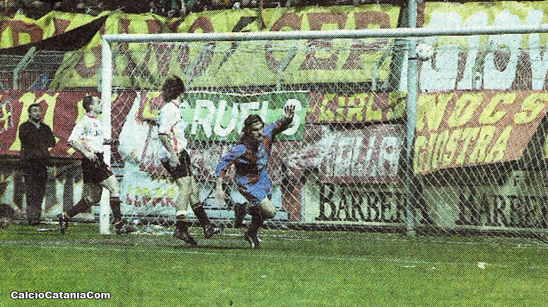 L'esultanza di Alessandro Ambrosi dopo il primo gol al Messina