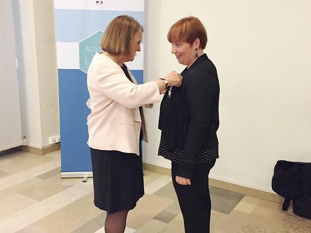 Remise des insignes de Chevalier dans l'Ordre National du Mérite à Nathalie Beaulieu, directrice de cabinet, inspectrice d'académie-inspectrice pédagogique régionale Établissement et Vie Scolaire