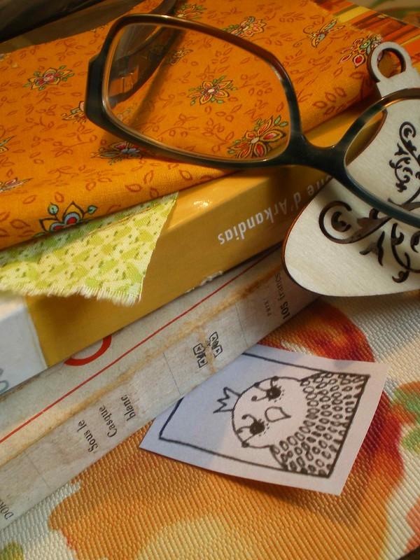 Réajuster mes lunettes avant de prendre mon ouvrage