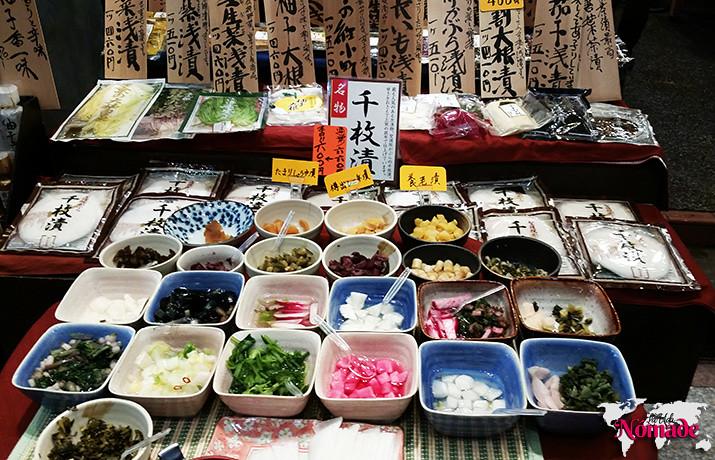 ahorrar en un viaje a Japón comer en mercados