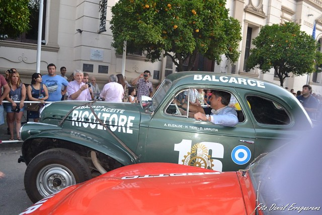 Apertura FNA25, el paseo con los campeones en los autos del Museo