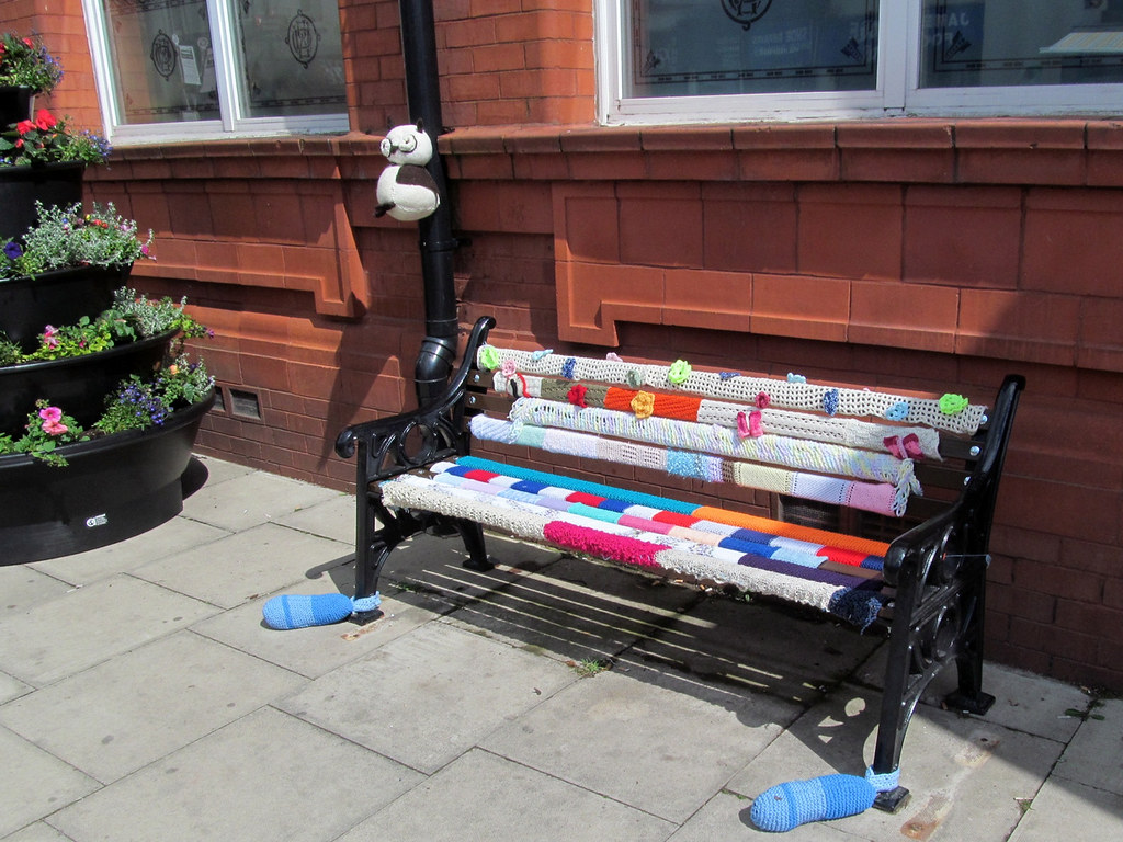 yarn bombing bench - photo #23
