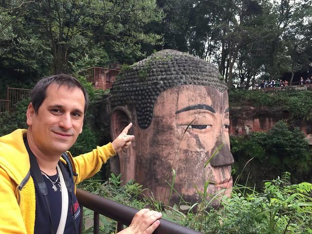 Sele en el Gran Buda de Leshan (China)