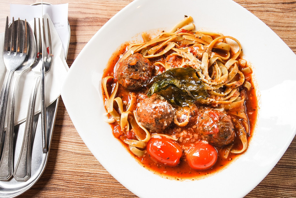 i-am-cafe-beef-meatballs-pasta