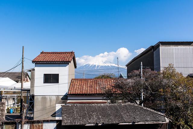 吉原駅から見える富士山