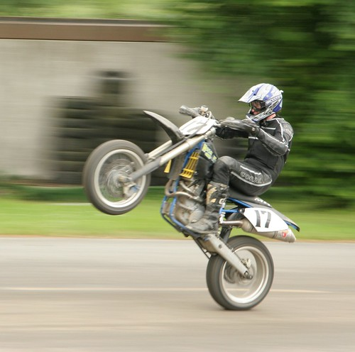 how to get a dyna to wheelie