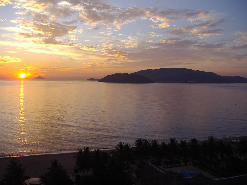 Sunrise Nha Trang Beach Resort And Spathe Seminyak Beach Resort