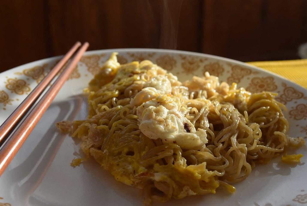 Fried Sesame Noodle Omelette