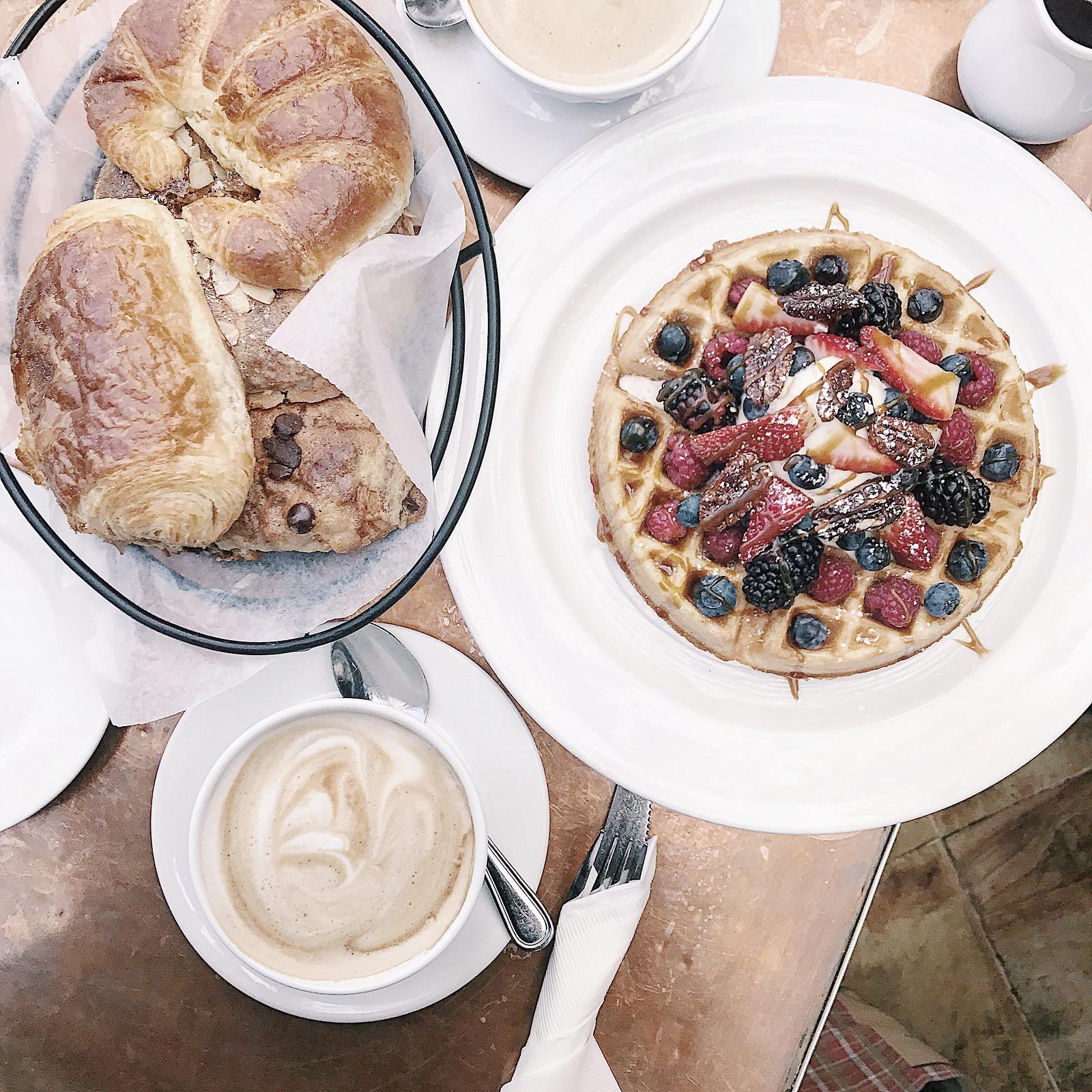 1343-little-next-door-dinela-brunch-waffles-coffee-dtla-beveryhills-losangeles-flatlay-clothestoyouuu-elizabeeetht