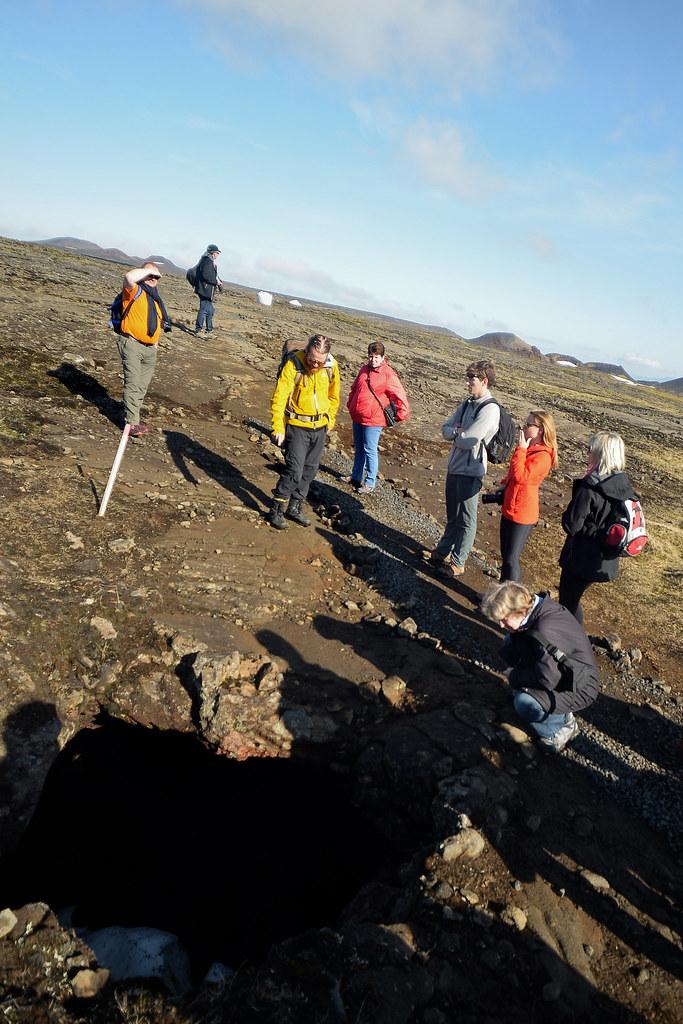 Túneles subterráneos de lava durante el trekking hasta el volcán Thrihnukagigur
