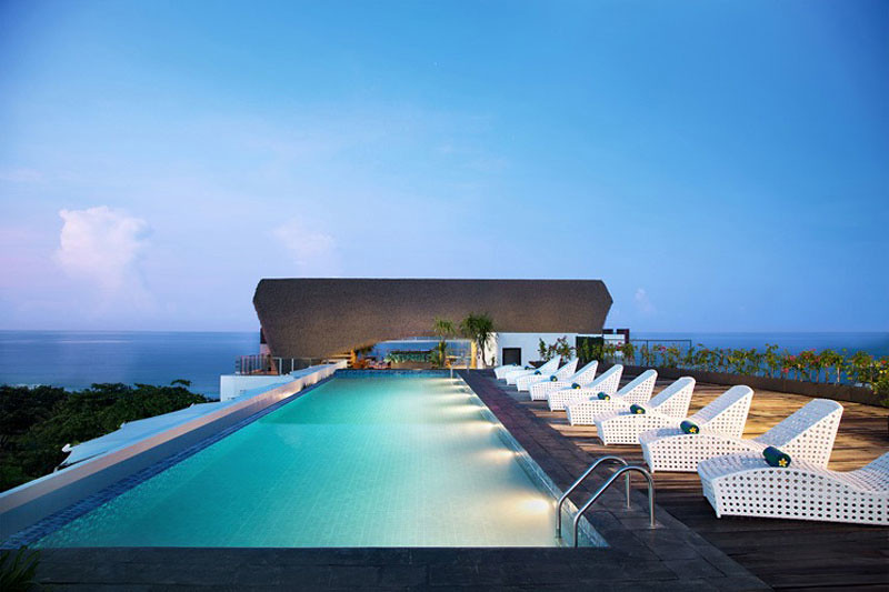 13 affordable bali hotels with infinity pools under 80 for Best hotel di bali
