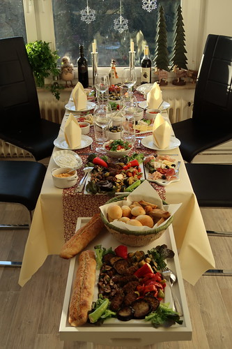 Mediterrane Leckereien (Tisch)