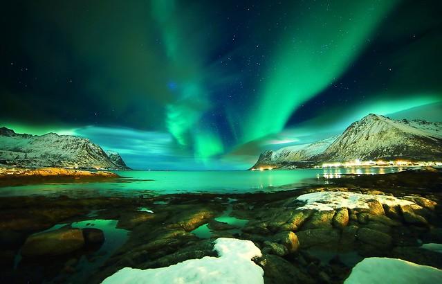 lofoten-islands-norway-lofoten-norway-northern-lights-mountain-sea-stones-snow-night-star