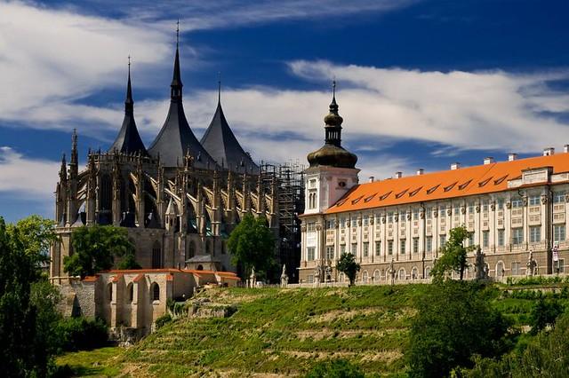 捷克/交通–布拉格往庫特納霍拉(Kutná Hora)–巴士客運/鐵路
