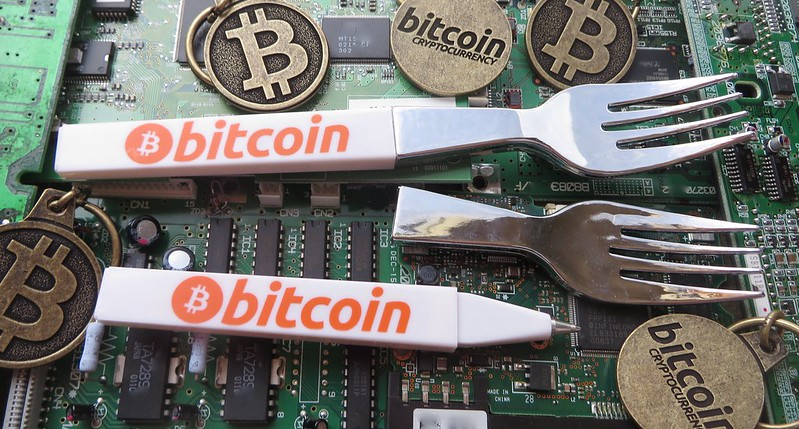 Bkeychain.com Bitcoin Keychains and BitcoinForks.com Bitcoin Fork Pens