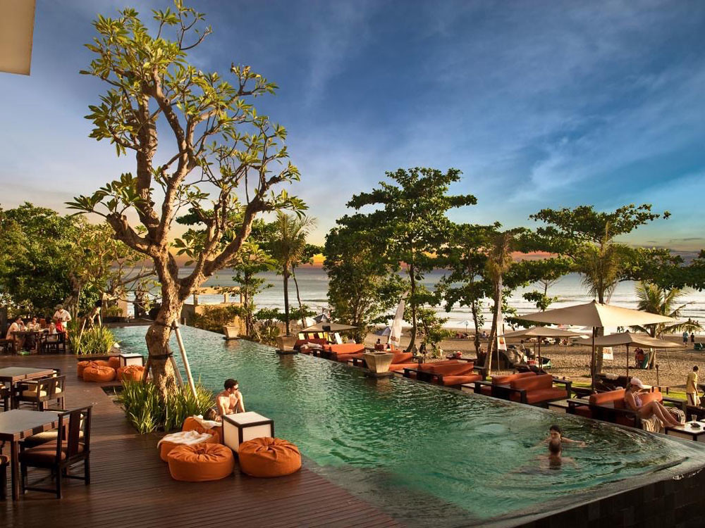 10 private pool ocean villas in bali for an ultra romantic for Seminyak hotels