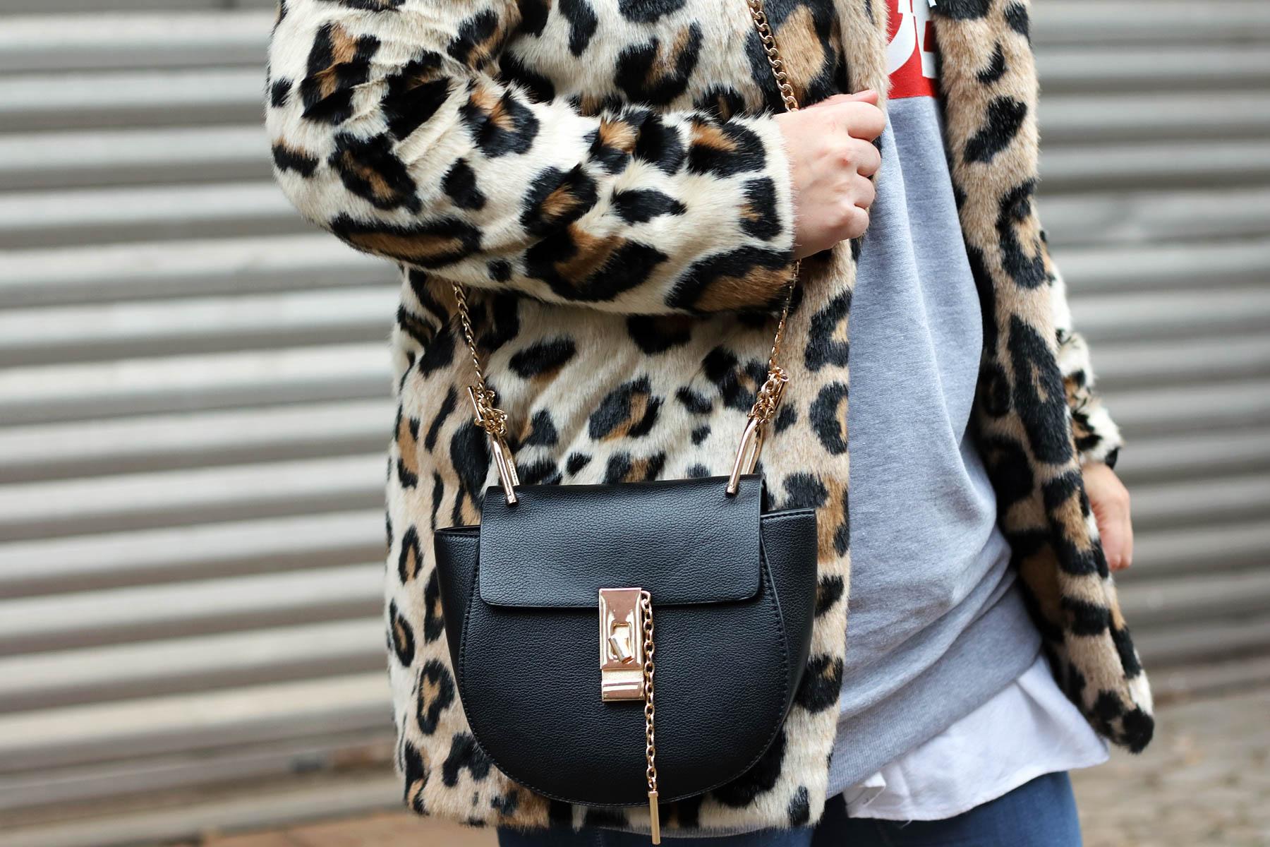 outfit-modeblog-fashionblog-fashionpassionlove-leo-mantel-trend-mantel-winter-sneaker-adidas12 (1 von 1)