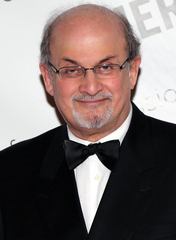 Đầu của Tác giả Salman Rushdie vừa được nâng giá ở Iran