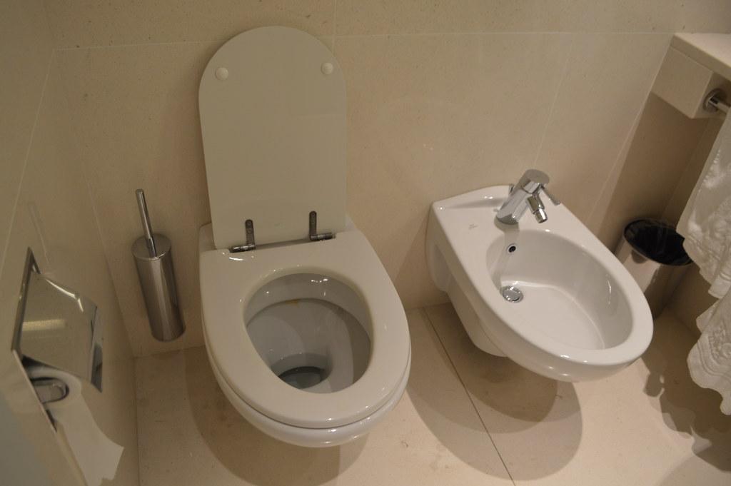 Toilet   gabinetto and bidet at Ergife Palace Hotel in Rome   Roma   Italy. Toilet   gabinetto and bidet at Ergife Palace Hotel in Rom    Flickr