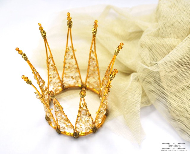 Capricious Princess. Crown of wire, beads and lurex.