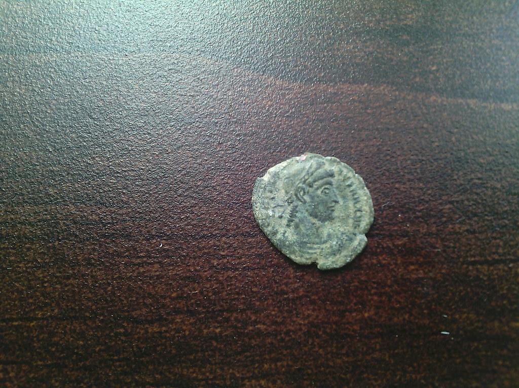 AE4 de Constantino I. GLORIA EXERCITVS. Nicomedia 22908913211_5a03d220de_b