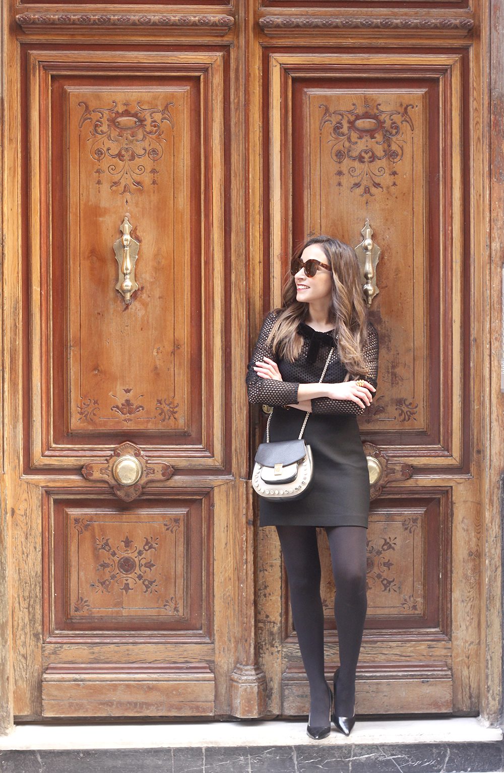 total black outfit leopard coat maje shirt pencil skirt heels uterqüe bag céline sunglasses fashion style06