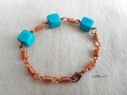 braccialetto molle e perle di legno cubiche turchesi 2
