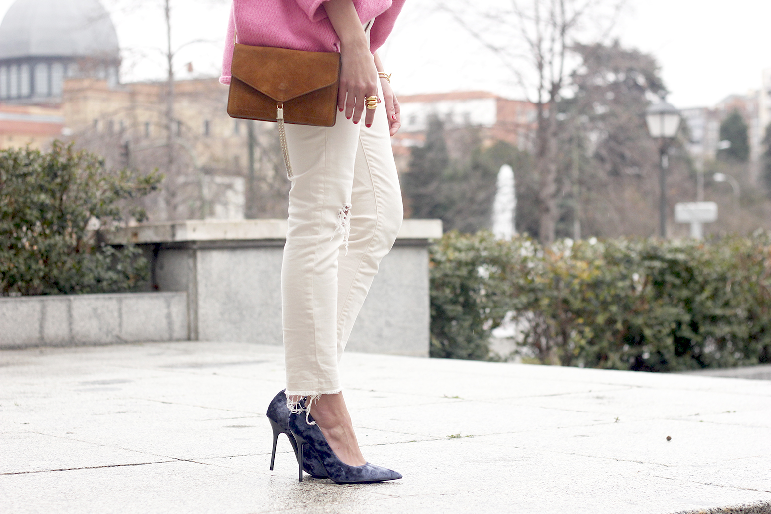 Pink Sweater white ripped jeans blue velvet heels hat uterqüe accessories style fashion outfit13