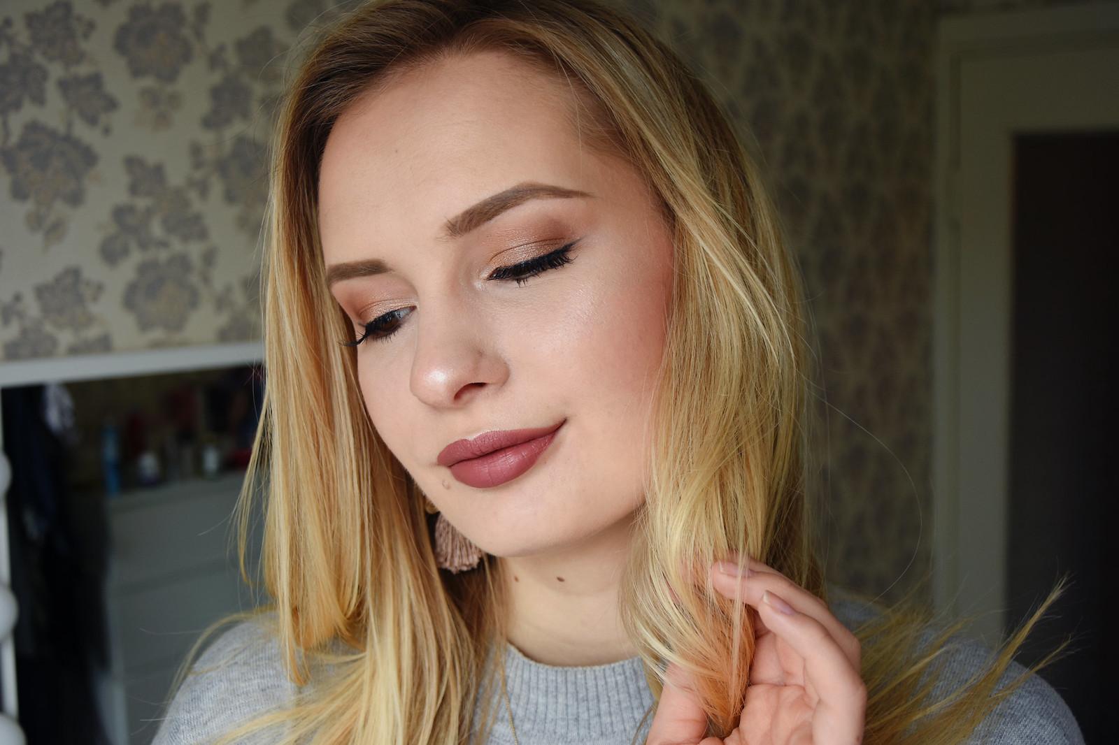 Brozne makeup look