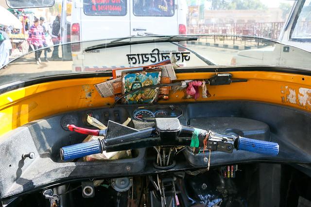 Driver's seat of a auto rickshaw, Jaisalmer, India ジャイサルメール オートリキシャーの運転席