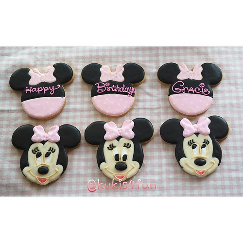 how to make minnie mouse cookies with royal icing