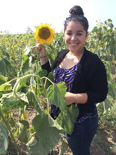Onelisa Garza with a sunflower