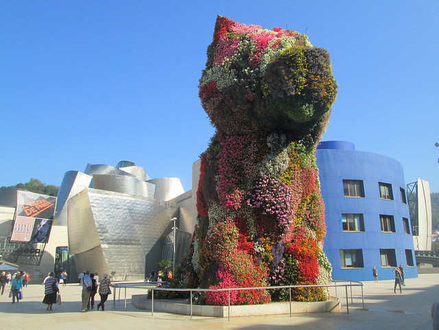 Jeff Koons Puppy, Front