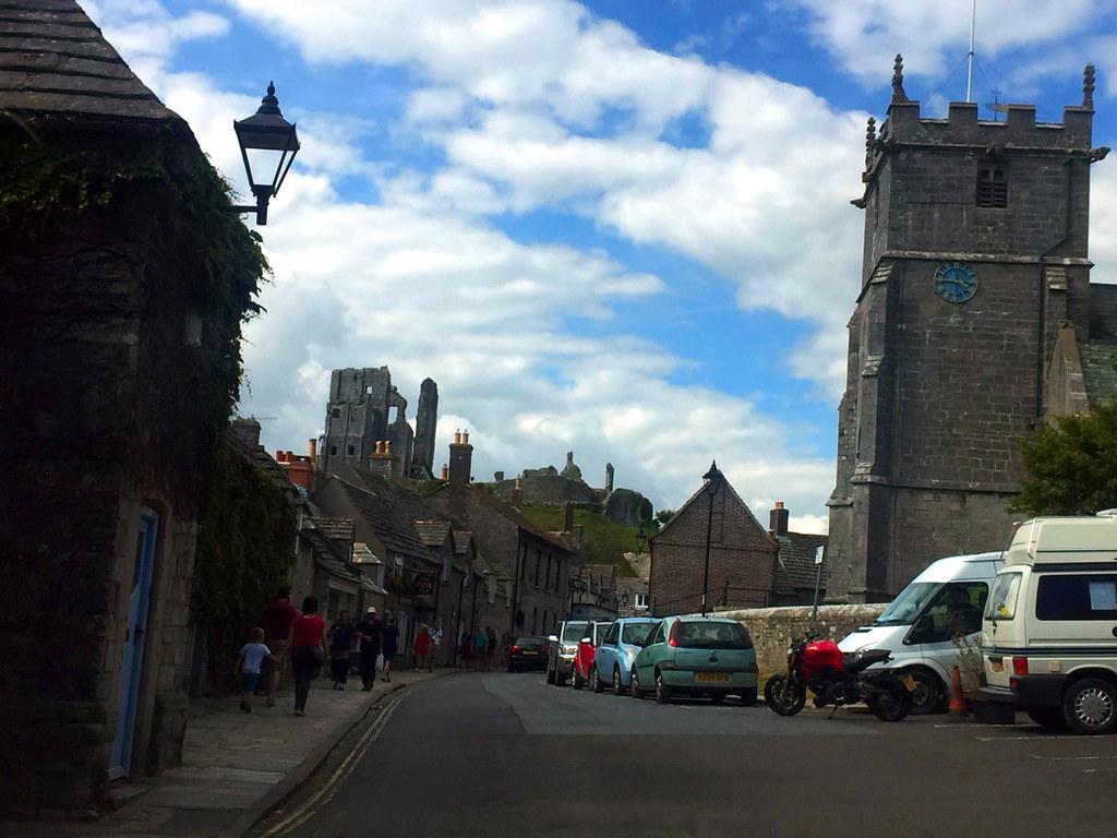 """Castillo de Corfe - La Bruja Novata - Inglaterra castillo de corfe - 32022195294 ca334c6123 b - Escenarios de """"La Bruja Novata"""" – Castillo de Corfe"""