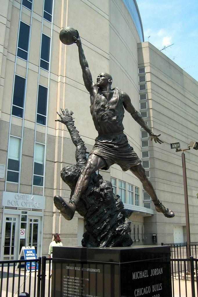 Exterior: Chicago: United Center - Michael Jordan Statue