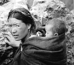 Tibetan mother with child | by Diana and Bart-Willem
