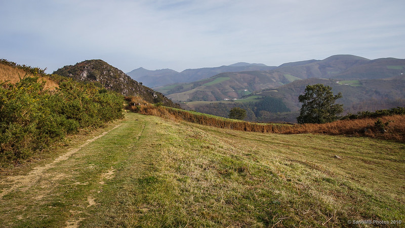 Camino hacia la cima del monte Azkar