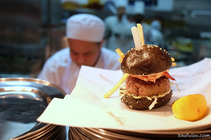 Burger and Lobster (14)